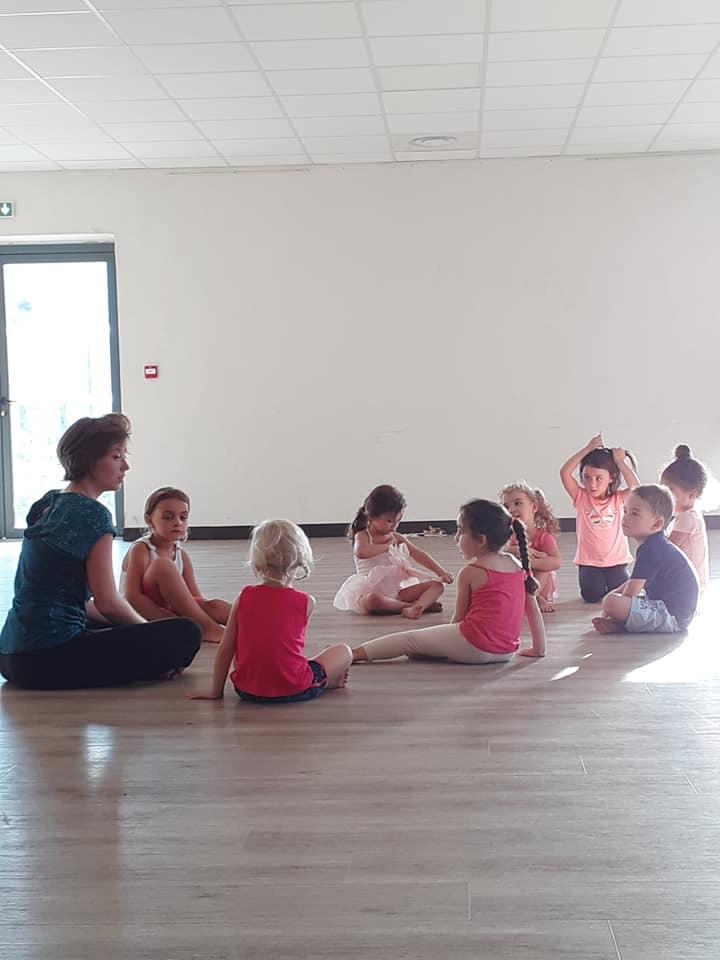 Cours de danse enfants éveil à la danse avec les tous petis