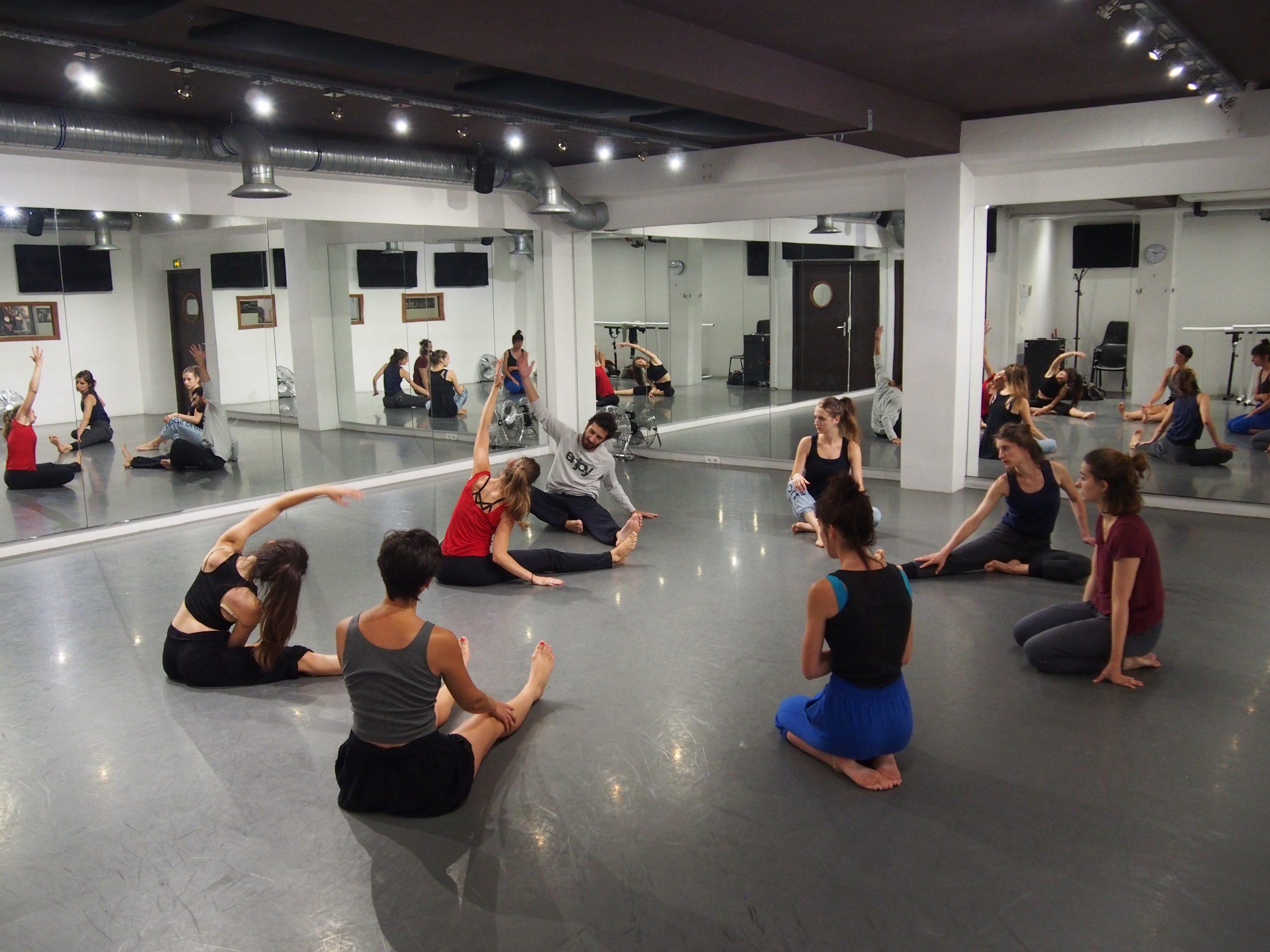 Danse contemporaine en groupe