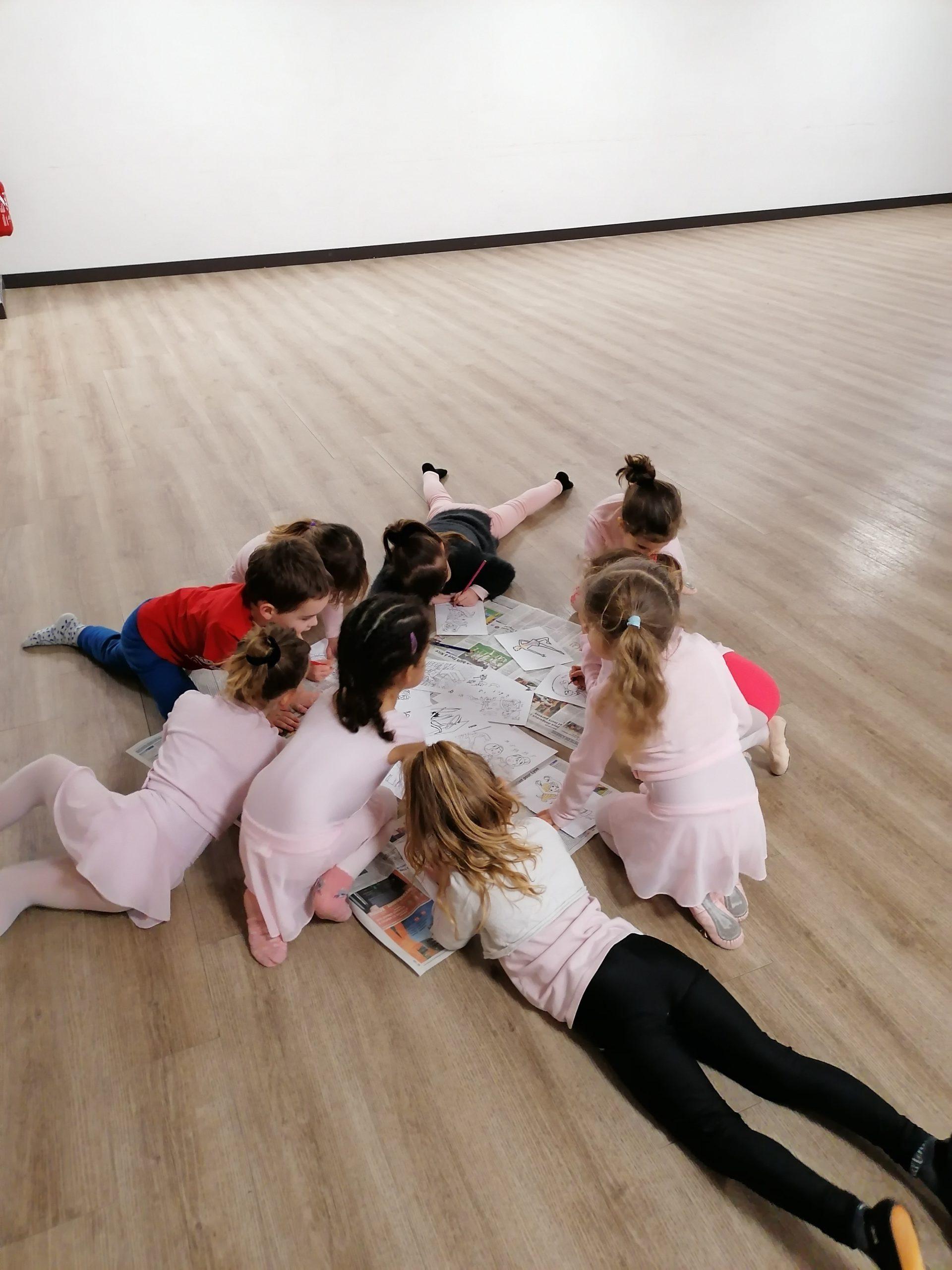Cours d'éveil à la danse avec les tous petits